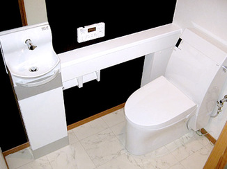 トイレリフォーム 部屋を拡張しシャープでキレイな印象のトイレ