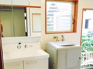内装リフォーム 水漏れを解消しバリアフリー対応した洗面所