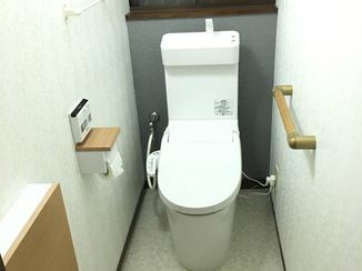 トイレリフォーム タンクレス&壁埋め込み収納で室内スッキリ!