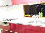 キッチンリフォームオペラチェリーがアクセント♪ 収納力抜群のかわいいキッチン
