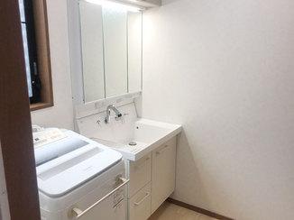 洗面リフォーム キャビネットの落下防止もして安心して使えるようになった洗面所