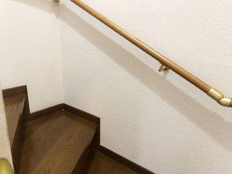 小工事 階段の踊り場に空いた穴を違和感なく補修