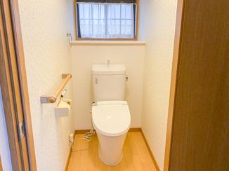 トイレリフォーム ナチュラルテイストにまとめた居心地のよいトイレ