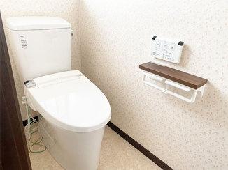 トイレリフォーム おトクなパックプランで叶えた小花柄クロスがかわいいトイレ空間