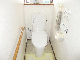 トイレリフォーム自動でフタが開閉する、便利で快適なトイレ