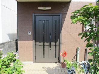 エクステリアリフォーム 1日でリフォーム完了!外壁に合う玄関ドア